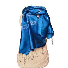 Echarpe ikat en soie bleu céruléen